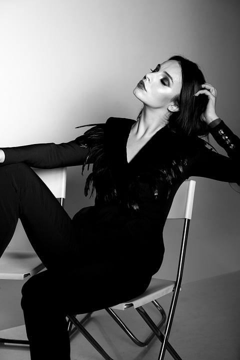 黒色のファッション
