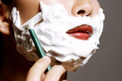口髭のある女性
