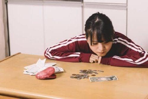 お金が欲しい女性