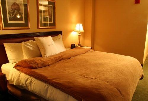 ラブホテルのベッド