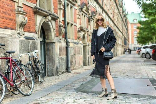 黒いジャケットのコペンハーゲンの女性