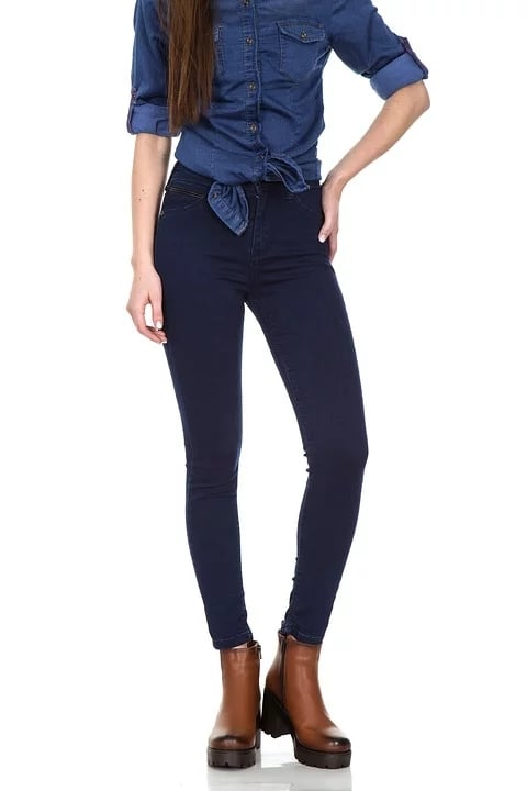 女性の長い脚