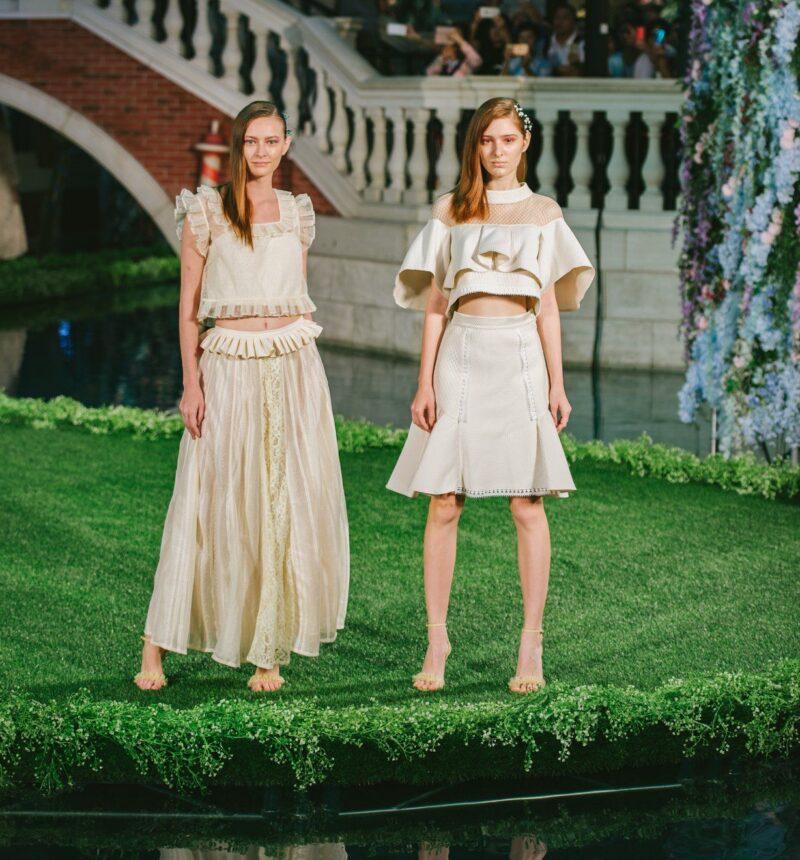 AURALO ARTEのドレス