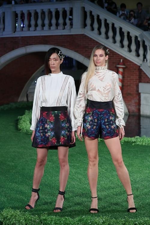 auralo arteのトップスとスカート