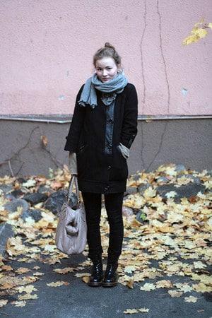 重ね着をしたフィンランドの女性